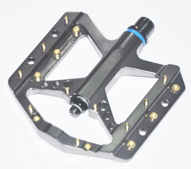 Big Platform CNC Bicycle Pedal B035 Sealed Bearing Mountain Bike Alloy Pedal Anodized with Customer's Logo